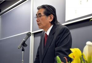 祝辞を述べる 早稲田応用化学会 三浦 千太郎会長